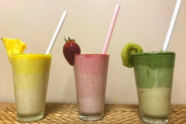ombre smoothie 380x254 Οmbre smoothie με ανανά (video)